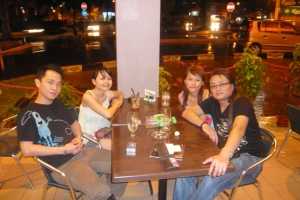 chllin' out at halo cafe. ksiang was singing live.