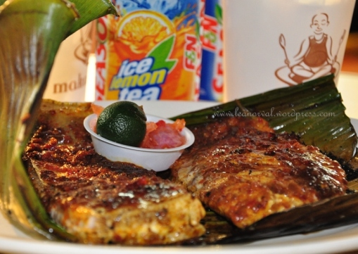 i usually say no to stingray but this ikan pari bakar was so nice i tell u even the ah pek on the cup wanted some too :p