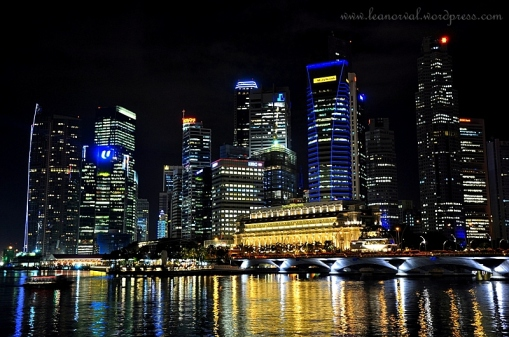 The Fullerton Hotel and the other sky crappers..... one of them is Maybank :p