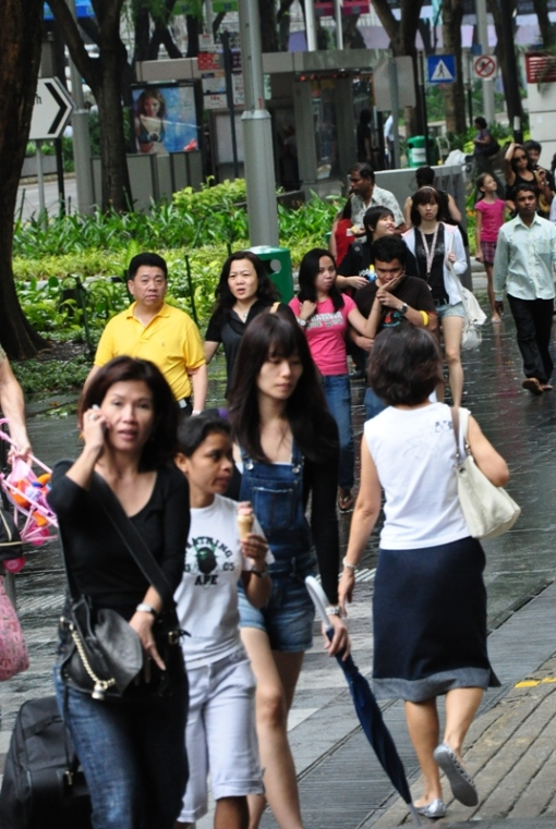 people along the orchard street!! crazily lots of human wan esp tourists.... and all very kiasu aihh...