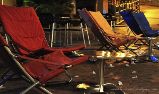 saw these colourful folding chair belonged to a bar near CQ.... so cool it was by the pedestarian lane and u can just sit there chilling out and relax while watching ppl around...