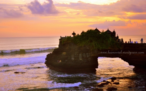 stunning, huh!! sunset in Tanah Lot