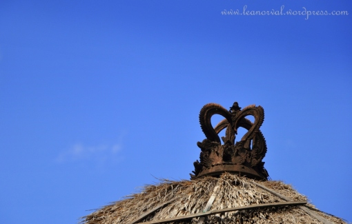 u see this in bali..... crown on top of the rooftops.