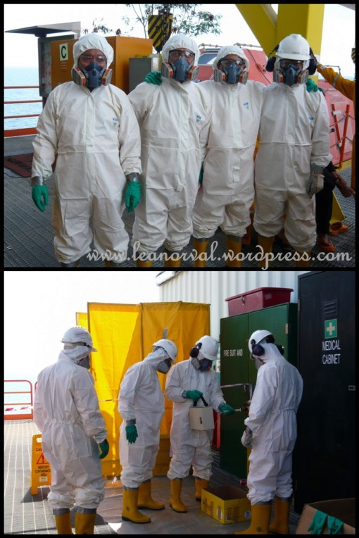 haha!! ready to fly to the moon... no la... these are the voulenteers for on site practical of HAZMAT handling. very cute ho...
