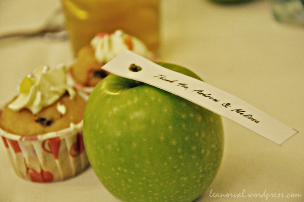 their wedding theme colour was green hence the green apple as favors